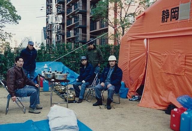 阪神・淡路大震災にて静岡県職員として被災地に駆け付けた時の様子(岩田教授提供)